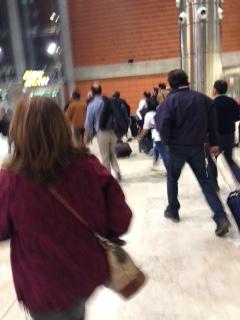 corriendo al tren desde  los ascensores, estampida!!!